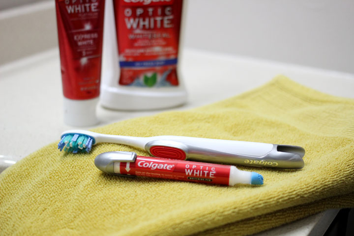 How-to-Whiten-Teeth-at-Home-after-Braces
