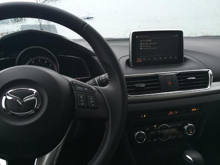 2016-Mazda3-s-grand-touring-4